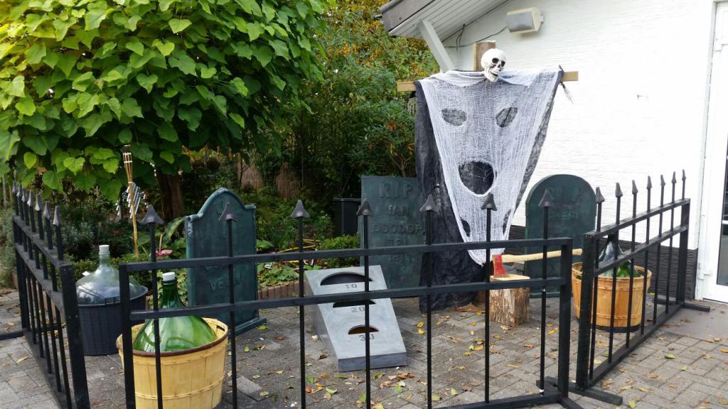 Halloween-Deko-Friedhof zu mieten bei Carpe Diem Events aus NRW